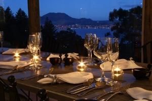 Dining at Acacia Cliff