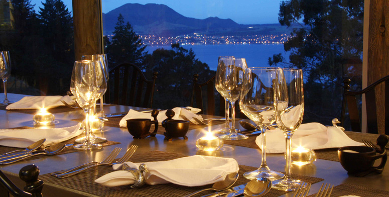 Dining at Acacia Cliffs