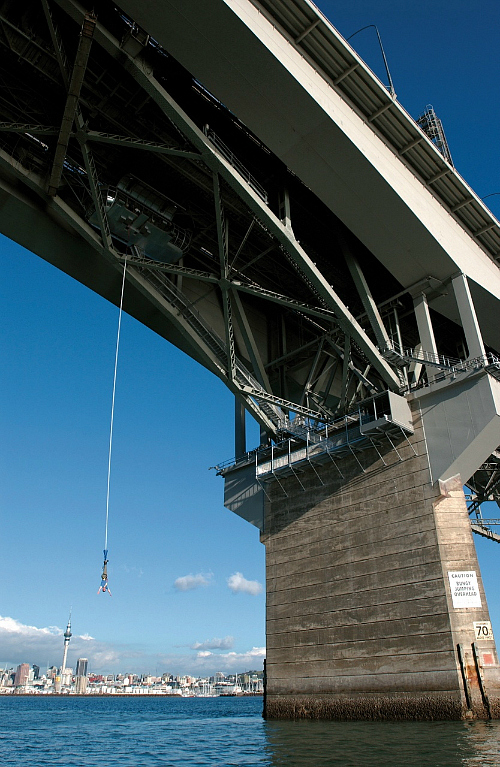 Bungy off the Auckland Harbour Bridge