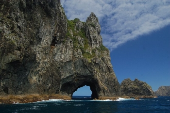 The famous Hole in the Rock in the Bay of Islands