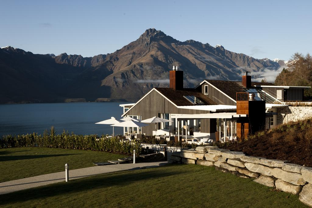 Luxury at Matakauri Lodge near Queenstown - click to read reviews