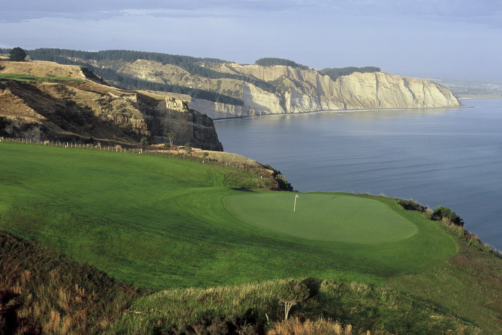 Golf at Cape Kidnappers - pic courtesy Robertson Lodges