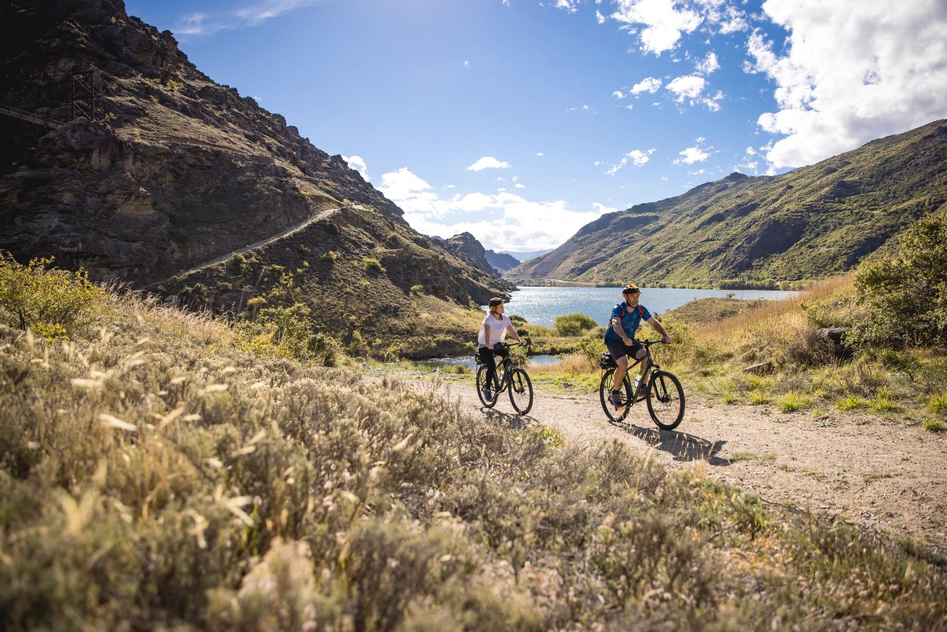 Cycling near Lake Dunstan in Central Otago