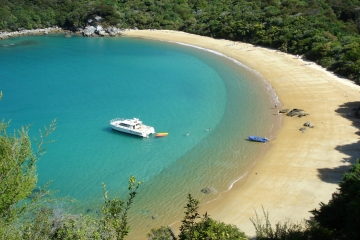 The stunning Abel Tasman National Park - courtesy Edenhouse