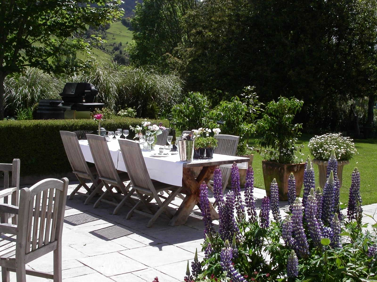 Casual dining outdoors at Edenhouse - pic courtesy Edenhouse