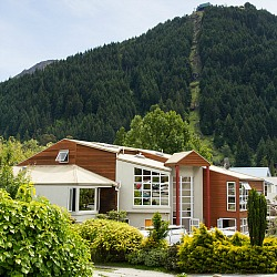 Haka Lodge Queenstown is ideally situated close to town