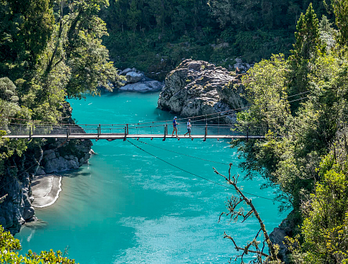Bridge across Hokitika Gorge - pic courtesy www.westcoast.co.nz