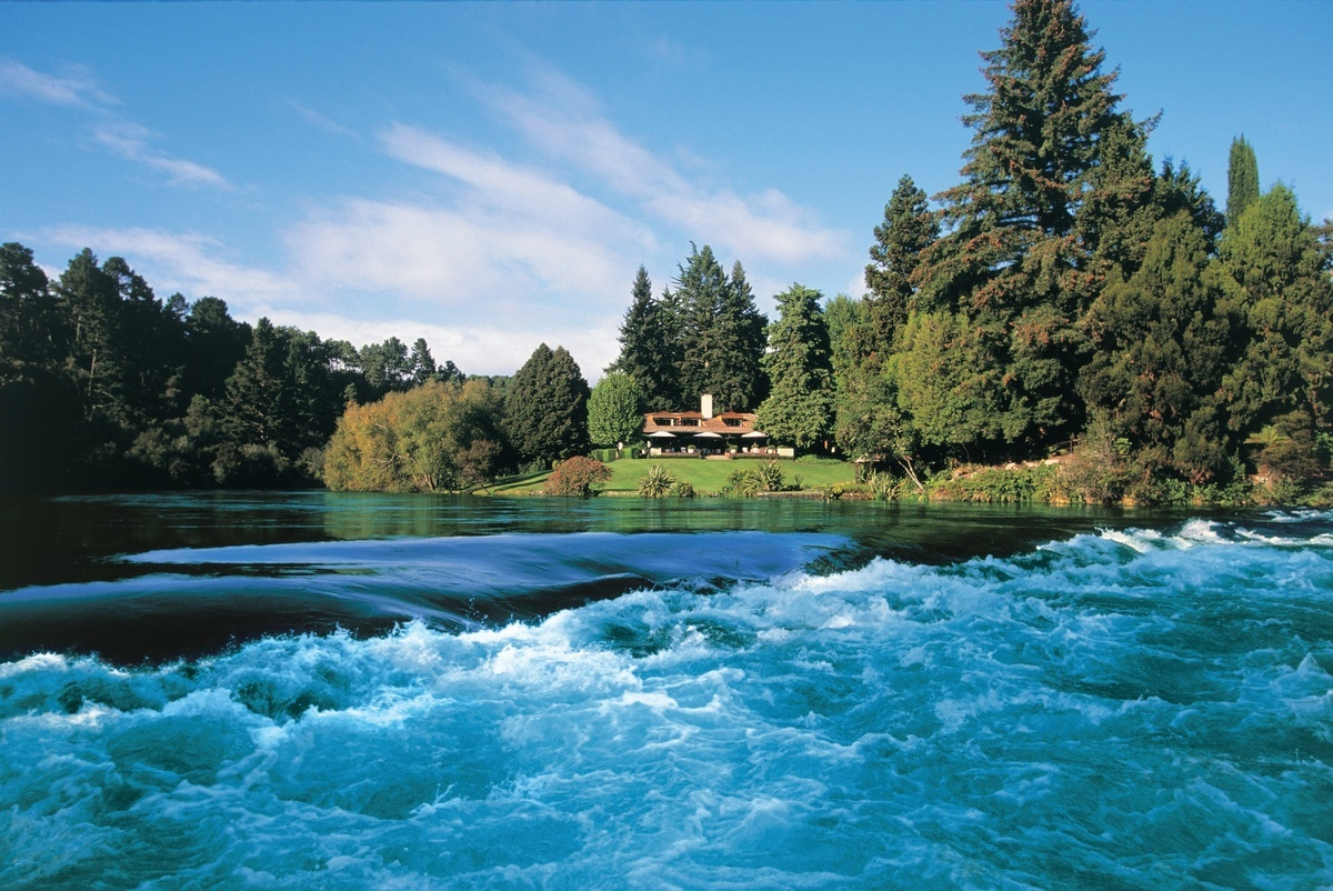 Huka Lodge on the bank's of the mighty Waikato River - image courtesy Huka Retreats