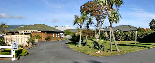 Click on this image to read reviews about the highly rated Ocean Motel at Paraparaumu Beach