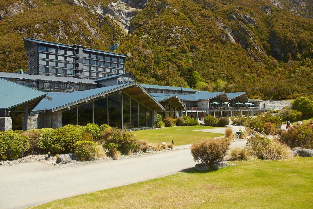 Mt Cook The Hermitage External