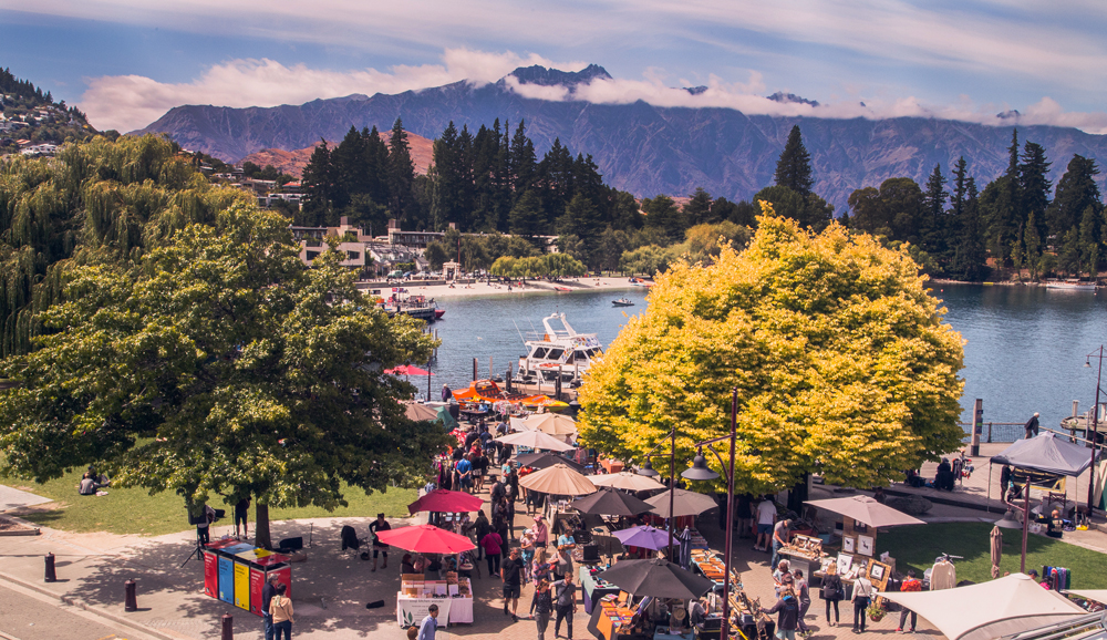 The Queenstown Creative Arts and Crafts Markets. We thank them for use of the image. Click for more information.
