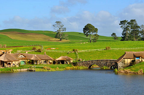Visit the Hobbiton movie set on this wonderful tour out of Auckland.