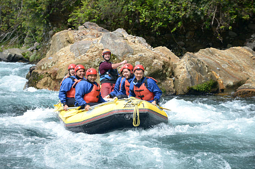 White water rafting on the Tongariro near Taupo - click for more information