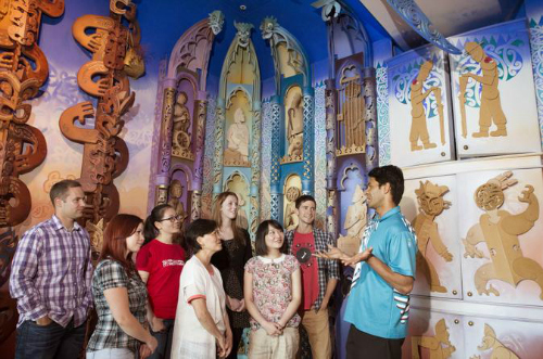 This sixty minute guided tour is the perfect introduction to Te Papa