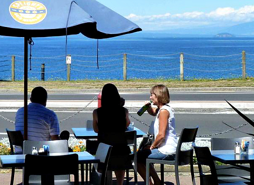 Waterfront dining at Taupo - pic courtesy Tourism New Zealand