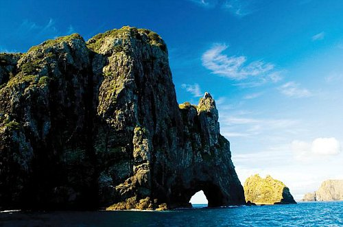 Tours to the Hole in the Rock are popular in the Bay of Islands