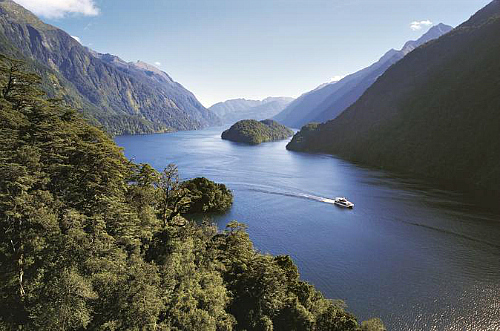 The Doubtful Sound Wilderness Cruise from Te Anau is an amazing experience - click here for more information on this great tour