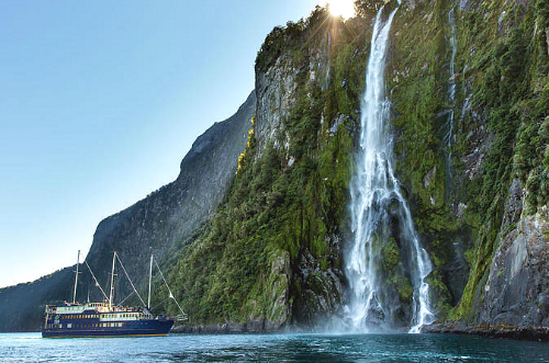 Spectacular scenery on the nature cruise from Te Anau - click for more information